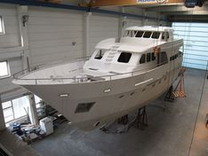Яхта Ocean explorer 86'