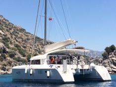 Яхта Lagoon 421