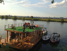 Яхта HouseBoat