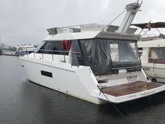 Яхта Sealine F42